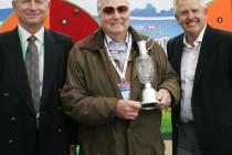 Peter Alliss receives junior golf award