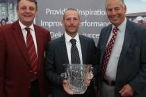 Disabled golfers' teacher wins award