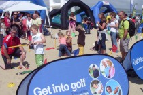 Olympics' spectators try golf in Weymouth