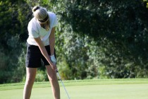 Female college students to receive free golf tuition