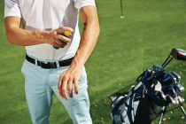 Golfers and golf club employees urged to wear sun protection