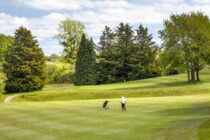 English golf club dissolves itself and is looking for a buyer