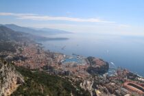 Golfing in Monte Carlo and how to pass the time